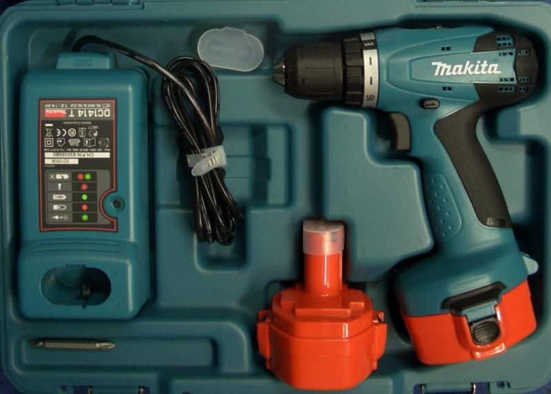 Шуруповерт аккумуляторный Makita 6281DWAE